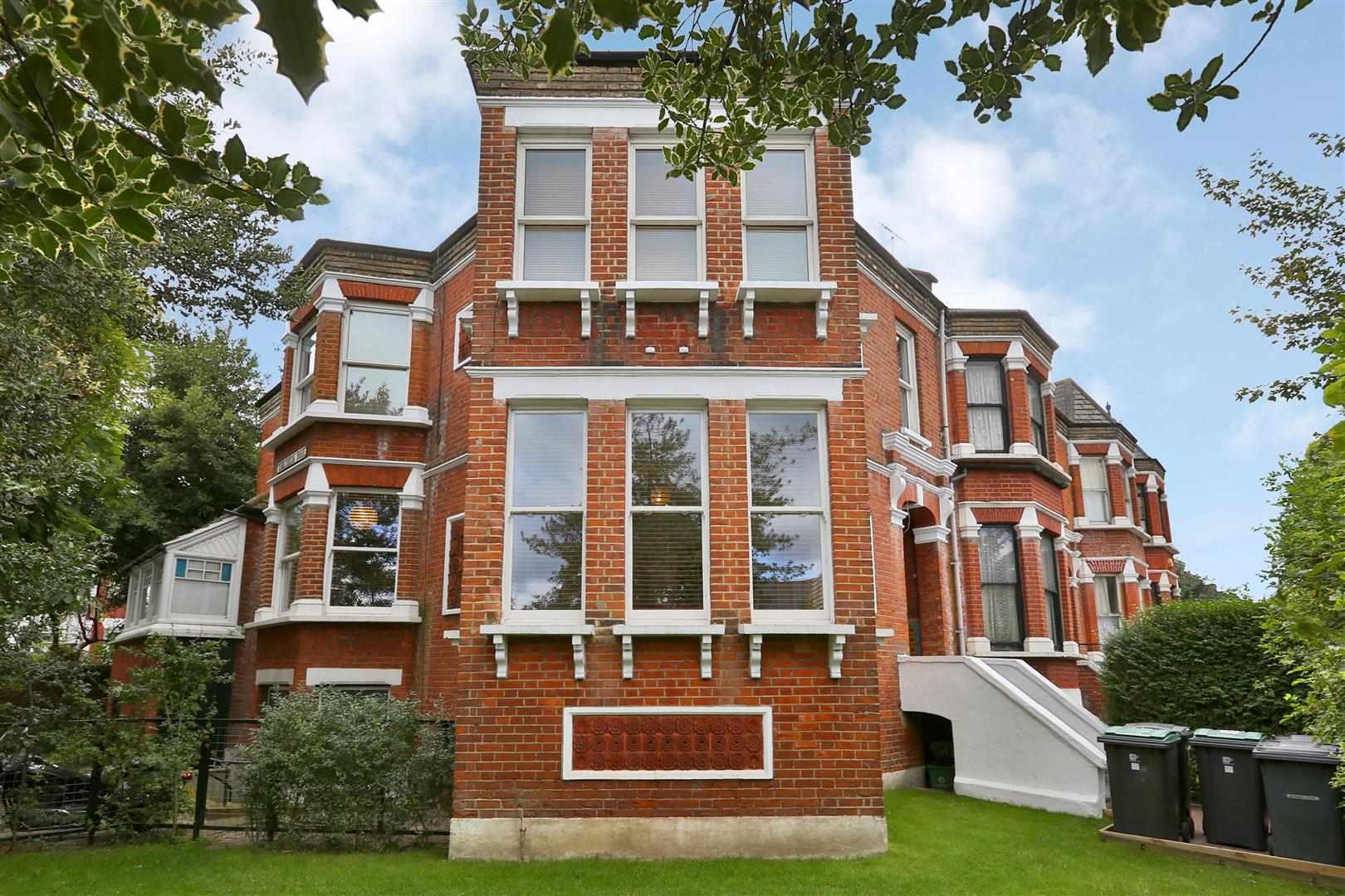 2 Bedrooms Flat for sale in Page Green Terrace, London